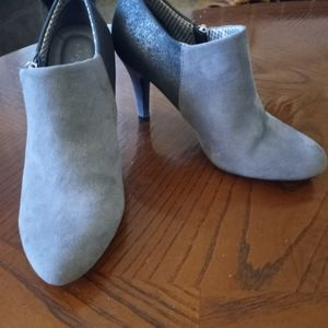 Dex Flex Gray Heels